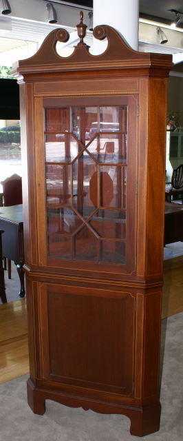 Pair Of Biggs Furniture Solid Mahogany Inlaid Tall Corner