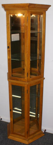 Oak /glass mirrored Pulaski Furniture Company lighted curio cabinet