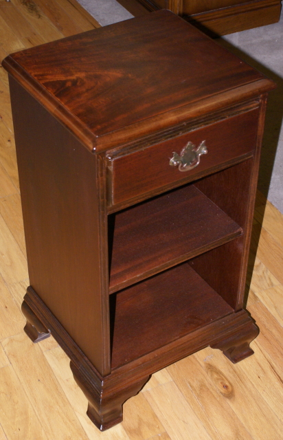 Solid Mahogany One Drawer Night Stand